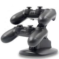 Ricarica USB LED doppio caricatore del bacino del basamento del supporto per PlayStation PS4 Xbox One Gaming Controller Wireless Bluetooth con la scatola di vendita al dettaglio