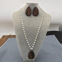 Venta caliente bajo MOQ Stock Personalzied 5 cm Lágrima Collar de madera Monogrammed Tear Colgante Collar de perlas conjuntos