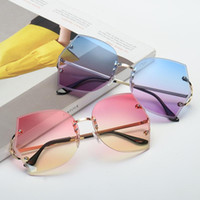Men Irregular Dazzling ocean Sunglasses with coloful Transpa...