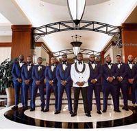 العريس البدلات الرسمية رفقاء العريس الأزرق الداكن شال التلبيب أفضل رجل بدلة الزفاف رفقاء العريس الرجال السترة الدعاوى العرف (سترة + بانت + التعادل)
