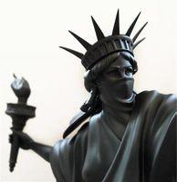 Современное искусство Статуя Свободы Бросьте факел черного цвета буйство Liberty London Art Fair Resin Sculpture Home Decor творческого подарок