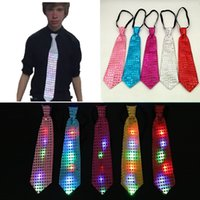 Barato Luminosa Neck Tie Lantejoula Flashing LED Bow Tie 8 Cores Noivo Neck Ties Wedding Bar decoração do partido