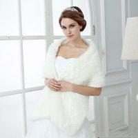 2021 Veste de mariée d'hiver avec fourrure Accessoires de mariage bon marché Everywear Whitwear Femmes Veste pour la soirée de bal de bal pas cher
