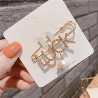 Diamonds pinos da forma Broches SORTE Carta Pins para mulheres para o partido do presente de casamento agradável Cadeia de sapatos Vestuário camisola jóias pinos presente