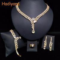 HADIYANA Classicl Cristal Étincelant Paramètres de Bijoux En Gros De Mariage Bijoux De Mariée Accessoire Mariée Ensemble Or BN5746