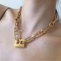 2020 Instrucciones europeas y americanas Collar de letras de la cadena gruesa Hip Hop Style Gold Wide versión de la cadena de clavícula collar de gargantilla hembra