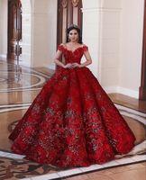 2020 Luksusowy Off Ramię Ball Suknia Quinceanera Suknie Czerwona Koronka Appliuqed Arabia Saudyjska Dubaj Sweet 16 Prom Wieczór Formalna Suknia