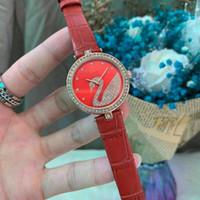 2020 Neue Luxus-Herrenuhr Quarz-Uhr Frau Armbanduhr Beiläufige Geschäft Uhren männliche Uhr Montre homme Relógio SWRSK Diamant-Designer
