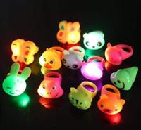 Yeni LED yumuşak tutkal flaş ifadesi Halka Parlak halka çocuk karikatür parmak ışık led flaş halka Parti Doğum Günü Hediyeleri 000