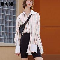 Женские блузки Рубашки [EAM] Женщины полосатый сплит Соединение Хит цвет блузка отворачивается с длинным рукавом свободная подходит рубашка мода прилив весна осенью 2021