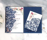 Rose Tri-Fold Cut Cut Wedding Invitations Pearl Shimmy Boda Boda Invitación Borgoña Tarjetas de invitación de boda con cinturón