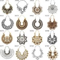 Tribal Boho Gypsy Crescent Earrings- Fringed Floral Theme Ethnic Chandbaali Moon Jewelry Chandelier Pendientes en tono dorado antiguo para mujeres