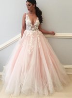 Розовато-розовые свадебные платья Кружева линии V-образным вырезом с открытой спиной прозрачные ремни Свадебные платья Аппликации Лепестки Длинные летние пляжные свадебные платья H070