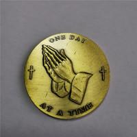 Молиться Руки Один день на время Медальон Монета AA Чип Бронзовый Serenity Prayer Бесплатная доставка