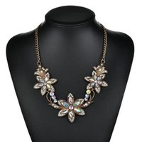 Dichiarazione collana multicolore dei monili delle donne dei pendenti delle collane del fiore dell'annata Collana Donne Accessori N1319
