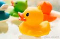 200pcs 싼 도매 아기 목욕 물 장난감 장난감 소리 노란색 고무 오리 아이 목욕 아이들 수영 해변 선물