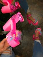 Primavera / verano 2020 de la playa de las sandalias de las señoras de banquetes sandalias de plataforma nuevas mujeres de goma de piel de tacón alto hebilla de ocio al aire libre zapatillas S20326