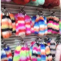 Nuovo portachiavi finta pelliccia di coniglio a strisce coda ciondolo colorato carina borsa portachiavi imitazione pelliccia di coniglio portachiavi strisce coda