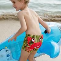 Neue Badehose Kinder Split Badeanzug Junge Badehose Cartoon-Muster Dinosaurier-Schwimmen-Stämme mit Schwimmen Caps