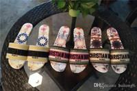 비슷한 찾기 44 남자 여자 샌들 디자이너 신발 럭셔리 슬라이드 여름 패션 두꺼운 샌들 슬리퍼 와이드 평면 미끄러운 플립 플롭 및 상자