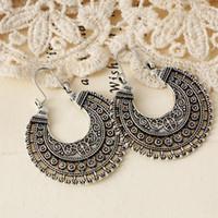 boucles d'oreilles pour les femmes d'argent antique boucles d'oreilles de style ethnique rétro alliage tissé panier de fleurs en forme de U exagérées boucles d'oreilles sculptées