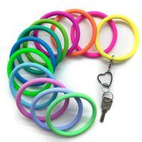 새로운 트렌드 실리콘 팔찌 열쇠 고리 손목 스포츠 열쇠 고리 팔찌 둥근 열쇠 고리 다채로운 열쇠 고리 핫 제품