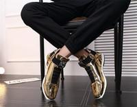 2019 بالجملة العصرية الكورية مصمم الأزياء أحذية الذهب والفضة سوداء لامعة مشرقة السيد أنيقة السجاد يفضل نوعية الأحذية الحمراء