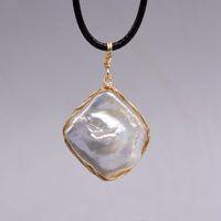 Jahrgang Perle Anhänger. Natürliche geometrische Perle. Goldener Seidenfaden. Baroque Anhänger. Lady Perlenkette. Kleine Geschenke recommende