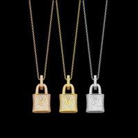 Europa Amerika Mode-Stil Dame Frauen Messingkette Halskette mit gravierten V-Initialen Voller Diamantschloss Anhänger