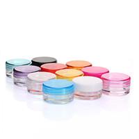 Mini bocaux en verre similaires: bocaux cosmétiques vides de 3 g à 5 g. Pots de crème à fond rond PS avec plusieurs couleurs pour choisir