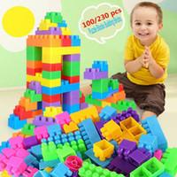 Komik Plastik 100Pcs Yapı Taşları İl DIY Yaratıcı Tuğla Eğitim Oyuncak Hediye İçin Çocuk D Bağlantılı Blokları