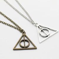 Triângulo Retro Rodada camisola cadeia colar Toy Figuras de Ação Harri Potter Luna eo Colar Brinquedos Pendant Deathly Hallows