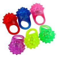 Dedo Luz LED morango piscando dedo anelar luz intermitente Bumpy Anéis para Festa, Aniversário, Presentes, danças, trajes