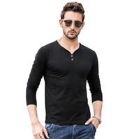 T-shirt a maniche lunghe con scollo a V in tinta unita con scollo a V a maniche lunghe T-shirt europee e americane semplici da uomo