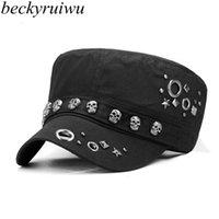 Beckyruiwu Adult Hip-Hop-Punkrock-Schädel-Niet-Flachschirmmütze Männer Frühling und Herbst ausgestattet Baseball Caps LY191228