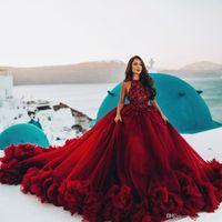 Dark Red Ball Gown Abiti da sposa Halter Neck Beaded Cascading Ruffled Gown Bridal Abiti Paillettes Tulle Cattedrale Cattedrale Treno DE MARIÉE