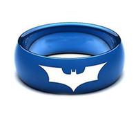 Anillo de tungsteno azul abovedado de media ronda para hombre con murciélago batman grabado láser al por mayor 8 mm