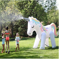 Automatico Sprinkler Outdoor Famiglia Gonfiabile Gonfiabile Balloon Bambini Gioca ad acqua Polo Beach Giocattoli ispessiti PVC Unicorn Vacation Floating Row Backs