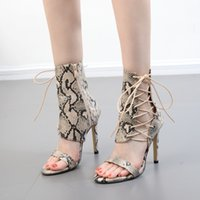 2018 New Summer Fashion Snake Skin Cross Tied Lace-up Sandali Donna Tacchi alti Lady pumps Sandali Scarpe da donna Scarpe nere Party
