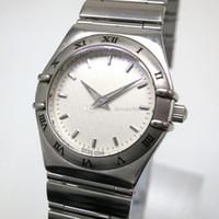NUOVO orologio da moda per donna Bracciale in acciaio inossidabile con quadrante bianco movimento al quarzo 037