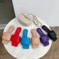 Женщины Тапочки Плетеный кожаный плоский пляж Botas площади Toe ткать Вьетнамки Летняя обувь Женщина Cozy Runway Красный Белый Черный Mujer