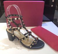 여성 가죽 스터드 샌들 T 스트랩 샌들 여름 하이힐 신발 여성 섹시한 파티 신발 리벳 6.5cm 상자 9.5CM 15color