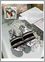 Nuove donne di modo pistoni di marca Sandali piatti Designer Shoes diapositive Dazzle Flowers ricamo floreale a strisce Sandalo Beach Infradito