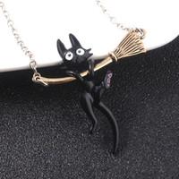 أنيمي ميازاكي هاياو كيكي خدمة التوصيل قلادة اللون الأسود القط المقشة قلادة كارتون لطيف نمط مجوهرات