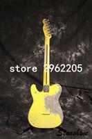 Bañera de trabajo hecho a mano Relic guitarra eléctrica SR-082 con ceniza de cuerpo oscuro En Color Amarillo Envejecido Guitarra Parte Latón Saddle2918 Guitarra Vintage Puente