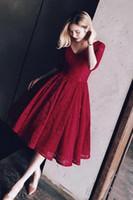 Red scollo a V in pizzo abiti da mezza breve Prom manica rosso scuro Arabia Saudita sera convenzionale promenade Vestiti de Festa dei vestiti da partito PW012