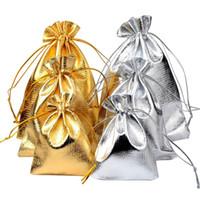 كيس 50pcs / 7x9cm 9x12cm 10x15cm قابل للتعديل مجوهرات التعبئة الفضة / الذهب الألوان الرباط حقيبة هدية الزفاف أكياس الحقائب