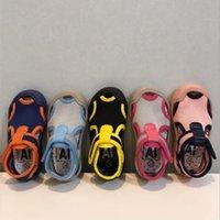 Ребенок первых ходунки Дети лета Чистая Поверхностные дышащие сандалии Мальчики Девочки Водонепроницаемые пляжная обувь малышей Мягкое дно сандалии CYP608