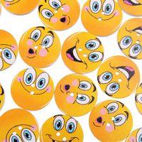 200PCs Smiley Face Målade 25mm Trä Knappar Stövlar Coat Sy Klädtillbehör