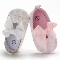 Nuove Baby Girls Scarpe Newborn Fashion Bow Embroidery Soft Sole Scarpe Princess First Walker Scarpe per bambini confortevoli